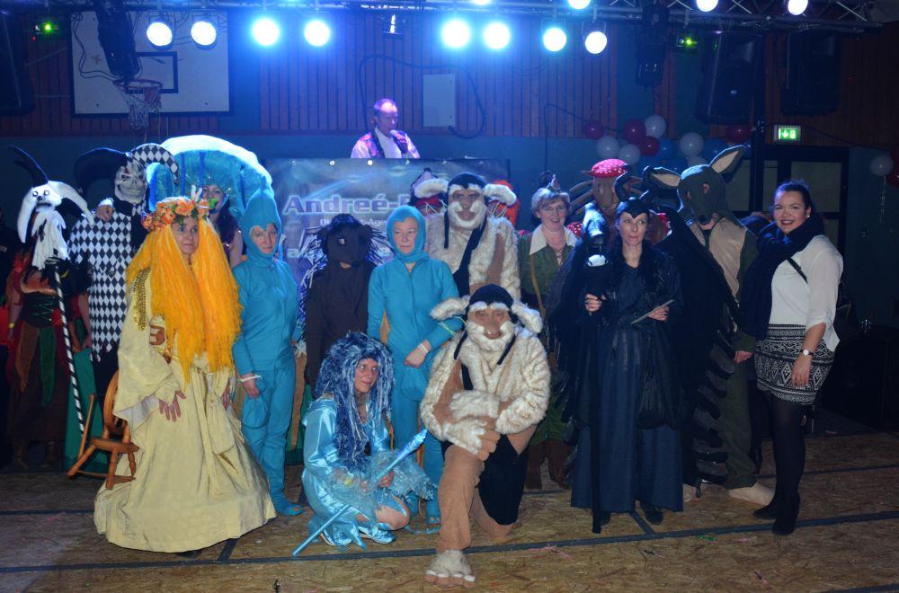 Alle Sieger gemeinsam mit Carlotta Camejo von Stormarnlive (vorne rechts).