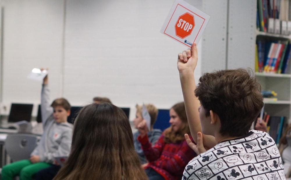 Was ist im Internet erlaubt, und was nicht? Mit dieser Frage beschäftigten sich Schüler des Eric-Kandel-Gymnasiums in Ahrensburg. Foto:Fischer