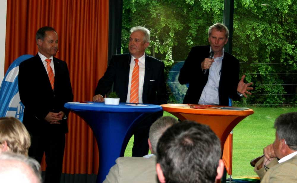 Infotalk mit Kai Schubert, Carsten-Peter Feddersen und Moderator Carsten Kock. Foto: hfr