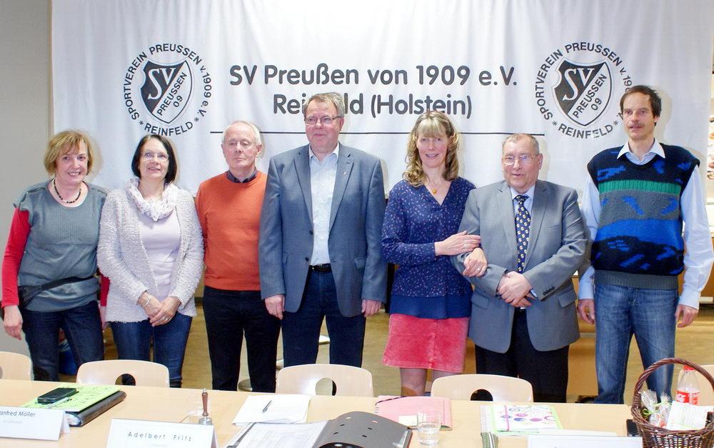 Der Vorstand von links: Ingelore Altmann, Andrea Plucas, Manfred Möller, Adelbert Fritz, Etha Harder, Wolfgang Langer, Ralf Menzel