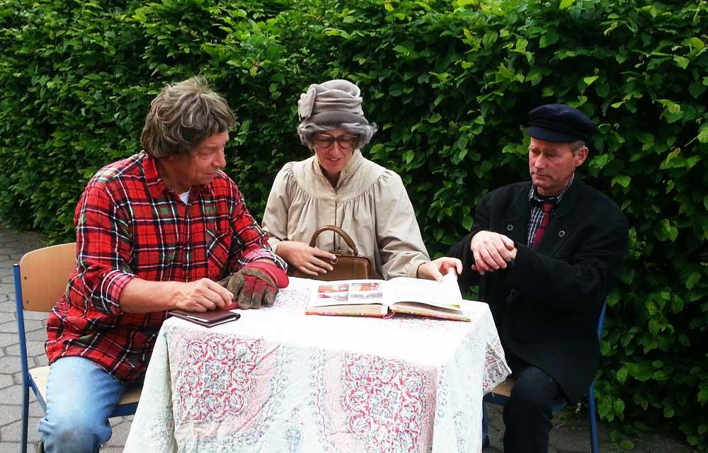 Die Sketch-Gruppe der Stormarner Speeldeel kommt ins Bella Donna Haus. Foto: hfr