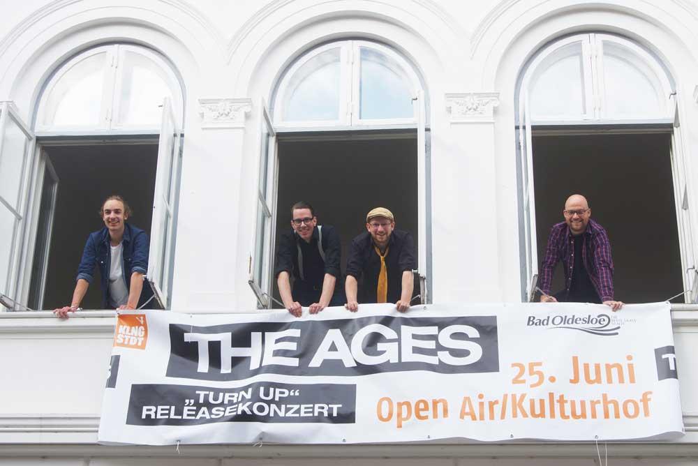 """The Ages geben ein Releasekonzert: Bela Balboa (von links), Bernd """"Big B."""" Flickenschild, Kai """"Kaiser"""" Janßen und Sven Müggenburg. Foto: Fischer"""