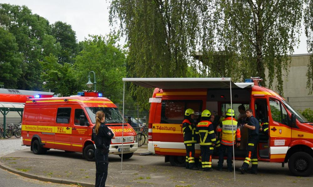 Einsatzkräfte am Reinfelder Bahnhof