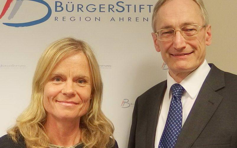 Diana Gaede und Dr. Michael Eckstein. Foto: BürgerStiftung Region Ahrensburg