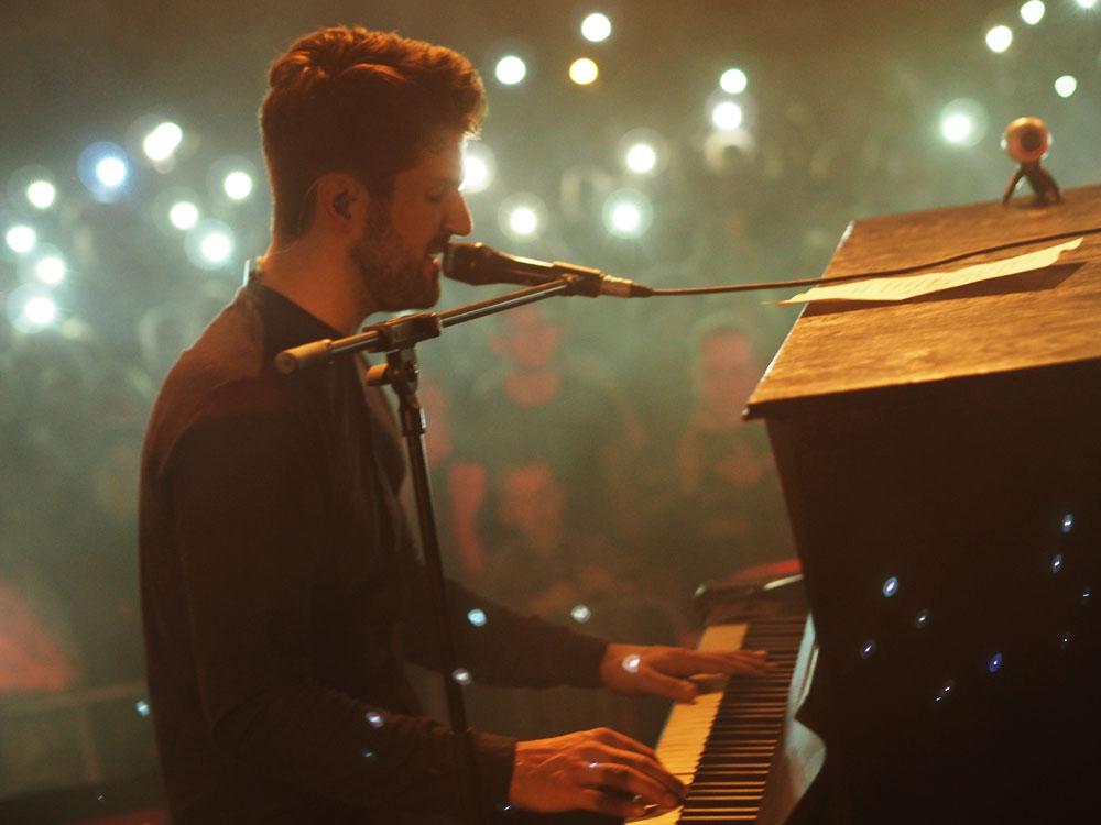 Frontmann Bertram Ulrich beim Konzert in Oldesloe