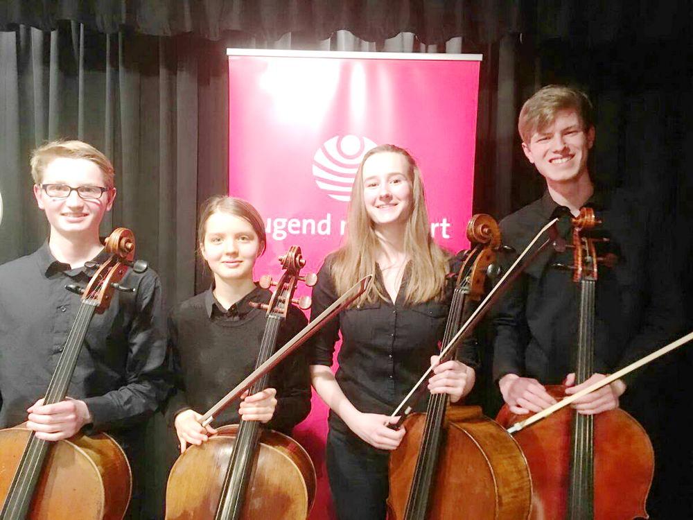 Celloquartett (v.l.): Aaron Wittke, Johanna Rein, Philippa Pietzker, Maximilian David Ferst Neben dem musikalischem Nachwuchs aus Bargteheide werden zudem Gäste aus Lübeck, Großhansdorf und Hamburg erwartet.