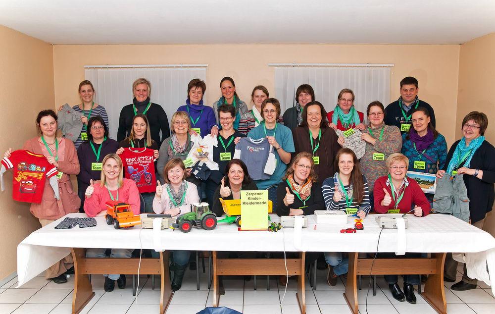Das Kleidermarkt-Team Foto: Kleidermarkt Zarpen/Hfr