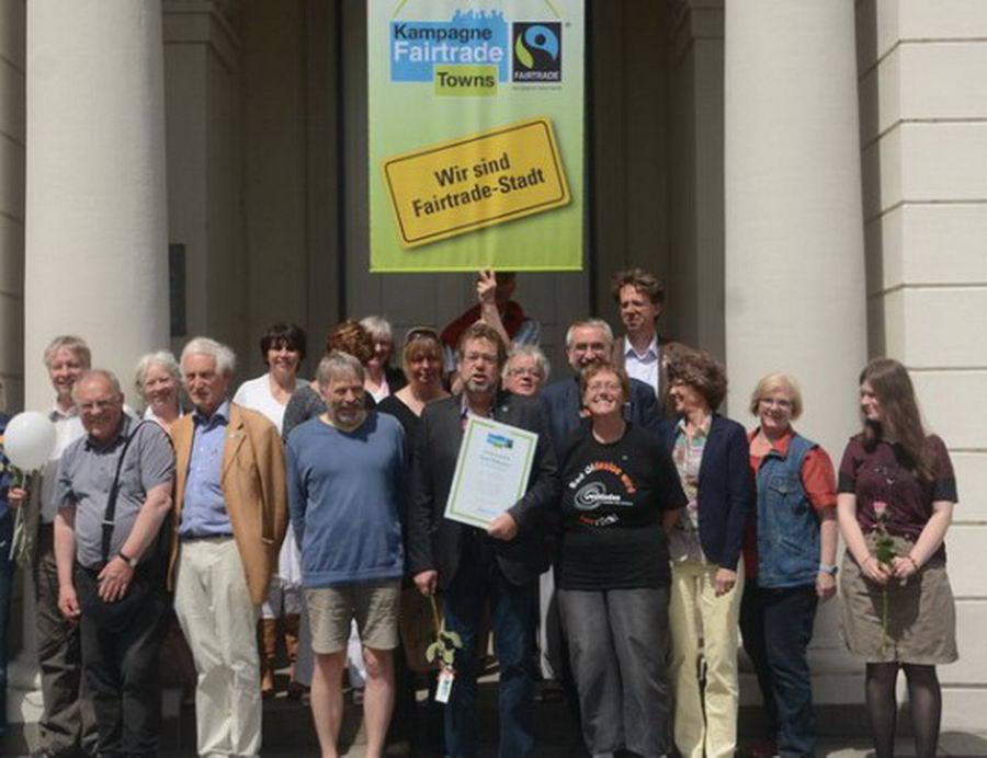 Gruppenfoto bei der Übergabe des Zertifikats 2015 Foto: SL - Archiv