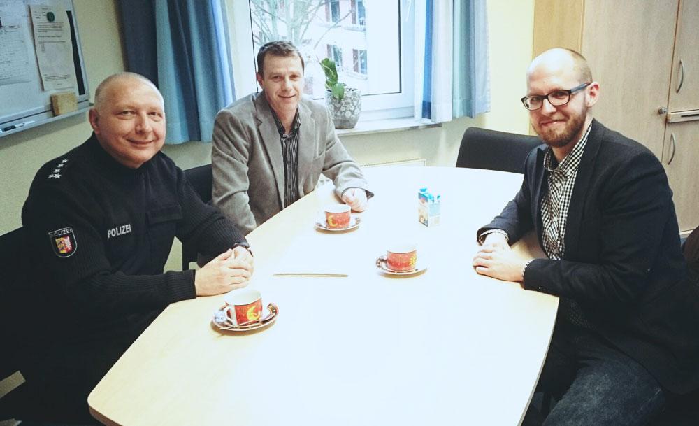 Norbert Patzker, Ralf Lorenzen und Tobias von Pein (SPD) im Gespräch. Foto: hfr