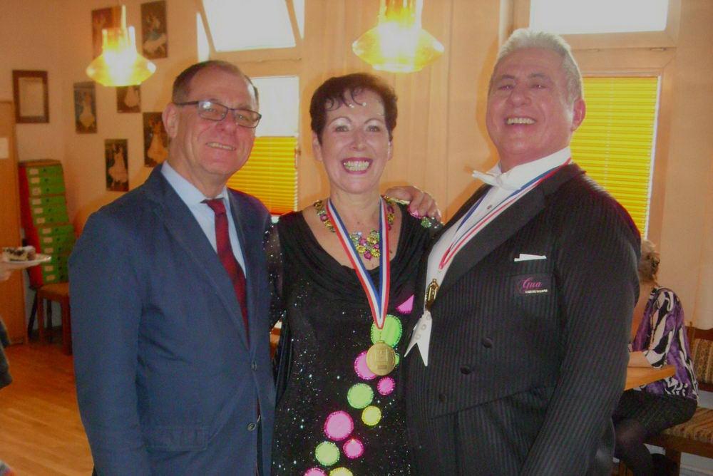 Das Ehepaar Elvers und ihr Trainer Hans-Jürgen Otto Foto: TSV Reinbek/hfr