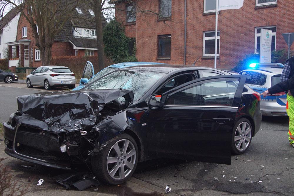 Beide Fahrzeuge wurden schwer beschädigt. Foto: Fischer
