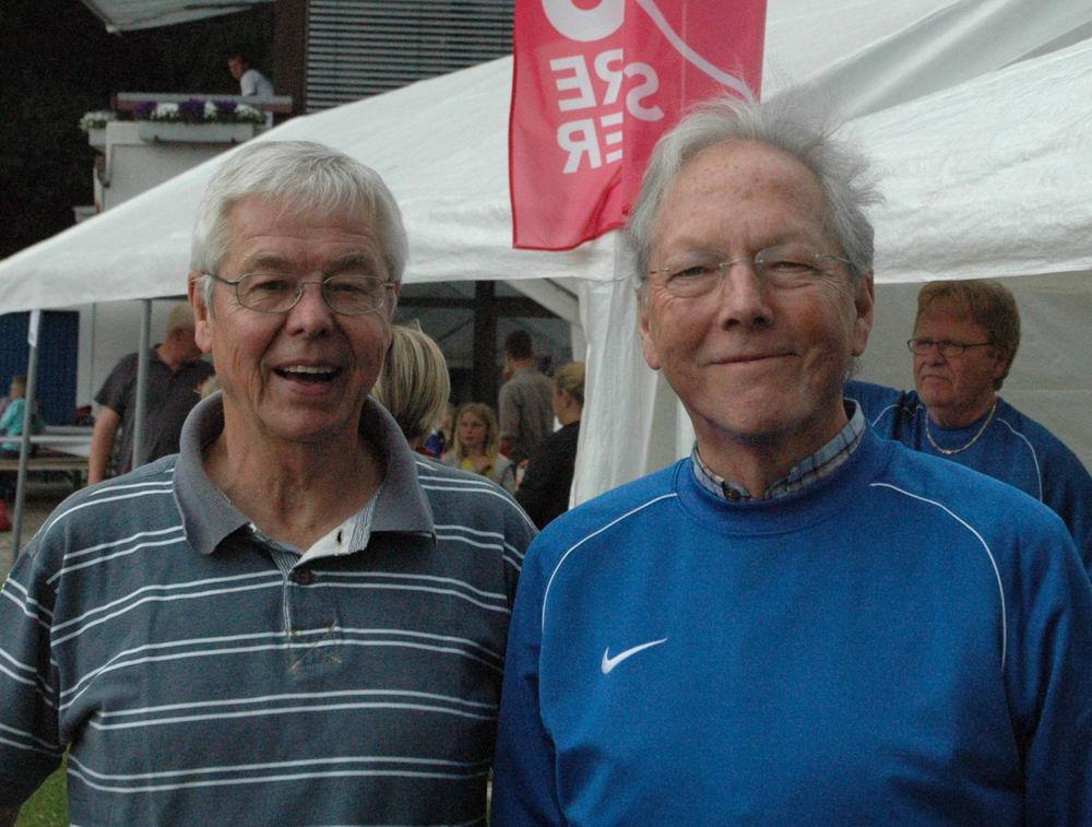 Horst Rohde (r.) und Hansjochen Beth wurden in ihren Ämter als Vorsitzender und Kassenwart erneut gewählt und wollen neue Mitglieder suchen. Foto: VfL Oldesloe/hfr