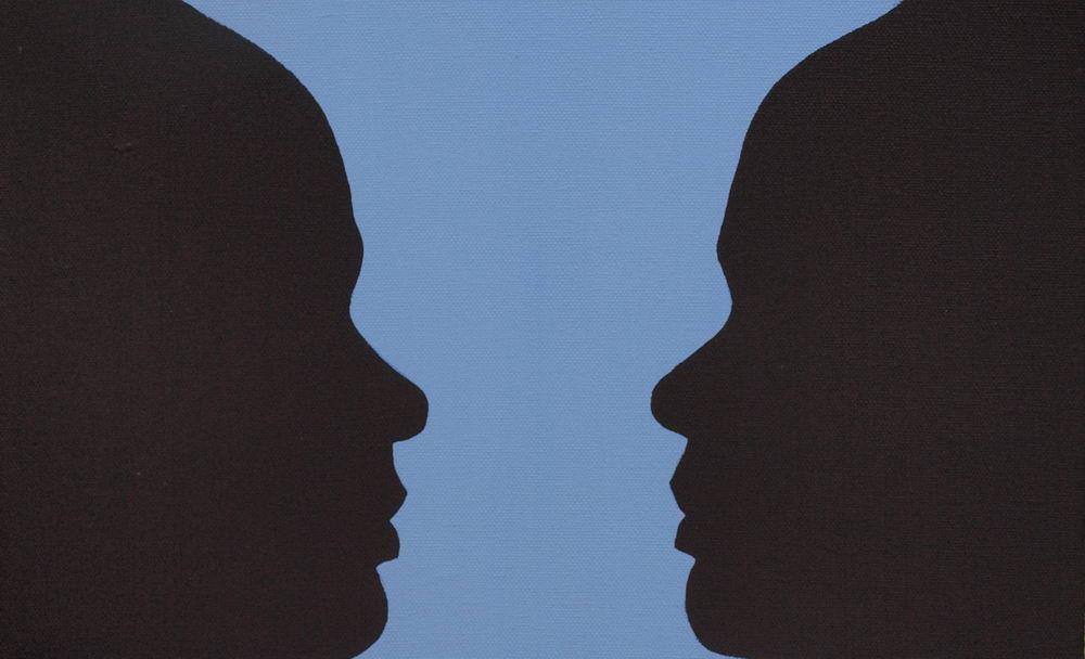 Rubinscher Becher: Die eigenen Schattenbilder, die im Zusammenspiel einen Rubinschen Becher bilden. Foto: Klecks/hfr