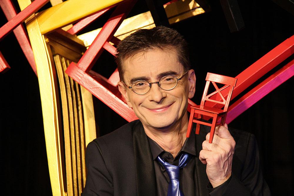 Brucht nur einen Stuhl für anspruchsvolles Kabarett: Mathias Richtling. Foto: BüroMR