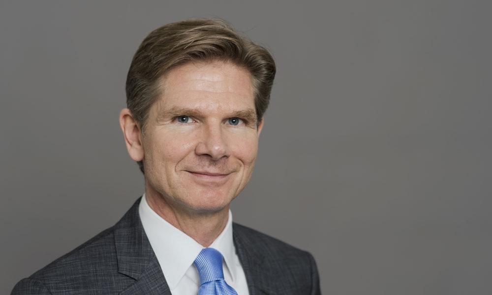 Sozialminister Heiner Garg überreicht Ehrenamtpreis der