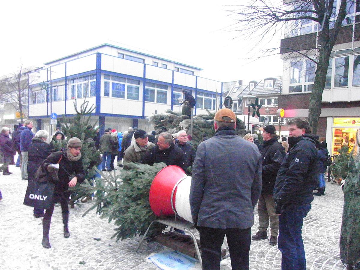 Weihnachtsbaum Kaufen Kiel.Ahrensburger Stadtforum Startet Weihnachtsbaum Verkauf